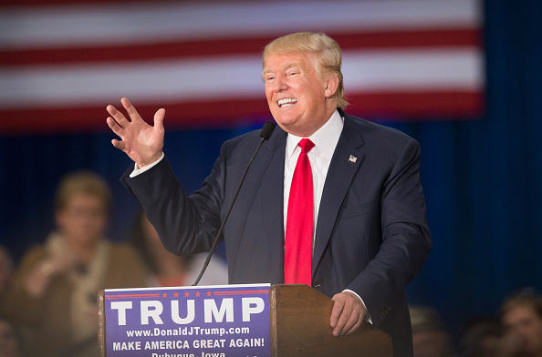 """USA: Donald Trump promet une """"baisse massive"""" des impôts au profit des entreprises"""
