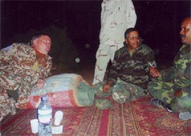 Le général Mosgaard et des membres du polisario