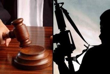 Des peines allant de cinq ans de prison ferme à l'acquittement prononcées à l'encontre de cinq individus poursuivis pour des actes de terrorisme