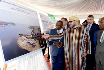 SM le Roi visite le chantier du point de débarquement aménagé de Locodjro et examine l'état d'avancement de celui du Grand Lahou