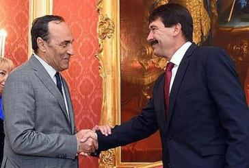 """Le Maroc, """"un îlot de paix"""", affirme le président hongrois"""