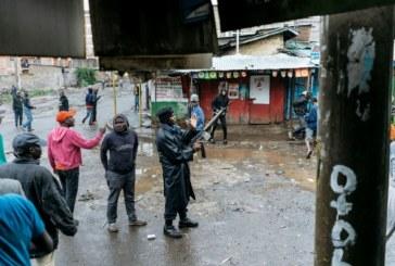 Kenya: la police disperse des opposants bloquant l'accès aux bureaux de vote