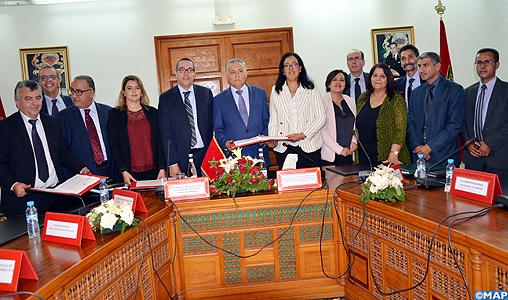 Signature à Agadir d'un contrat-programme entre le ministère de l'Aménagement du territoire et ses services décentralisés