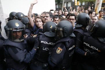Référendum en Catalogne : la Police nationale et la Garde civile interviennent pour fermer les bureaux de vote