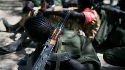 Des groupes armés au Soudan recrutent toujours des enfants, déplore l'ONU