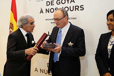 Le Gouverneur de la Banque d'Espagne décoré des insignes du Grand Officier de l'Ordre du Wissam Al Alaoui