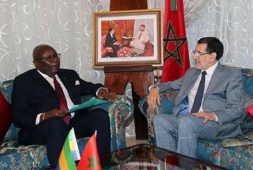 Les moyens de renforcer la coopération bilatérale au centre d'un entretien du Chef du gouvernement avec le vice-président gabonais