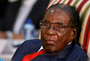 Zimbabwe: Mugabe se dit «conscient des revendications» du peuple