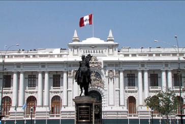 Pérou : le Congrès accepte de discuter de la destitution du président sur fond d'accusations de corruption