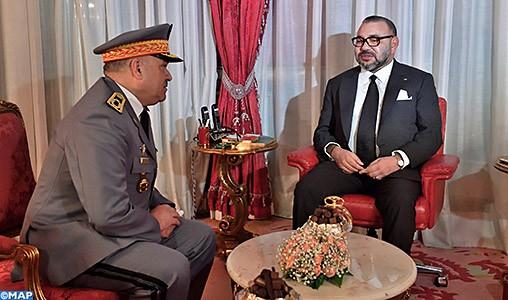 S.M le Roi décharge de leurs fonctions, et décore les généraux Arroub et Benslimane