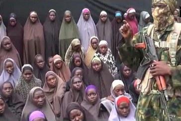 """Vidéo de Boko Haram: """"Nous ne reviendrons pas"""", affirment des lycéennes de Chibok enlevées au Nigeria"""