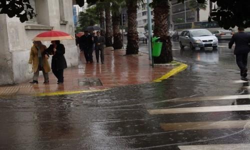 Averses orageuses localement fortes accompagnées de fortes rafales de vent prévues le week-end