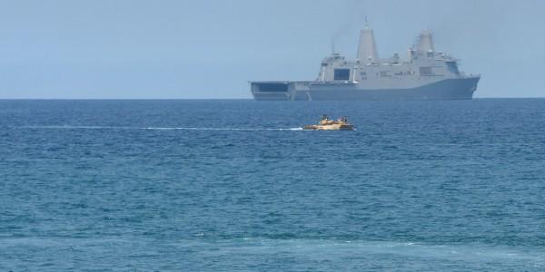 """Pékin envoie un navire de guerre pour repousser un destroyer américain qu'elle accuse d'avoir """"violé"""" sa souveraineté"""