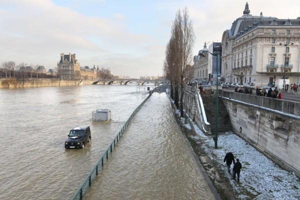 Le niveau de la Seine se stabilise dans l'attente de la décrue