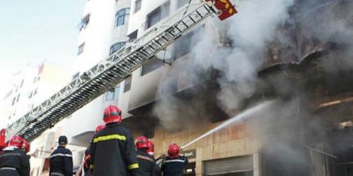 Une personne a trouvé la mort et quatre autres ont été grièvement brûlées dans un incendie qui s'est déclenché très tôt dimanche à leur domicile au quartier Sidi Moussa à Salé, a-t-on appris des autorités locales.