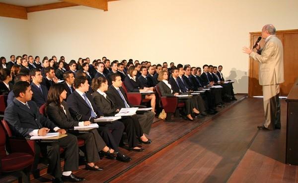 Signature d'une convention de partenariat entre l'Université privée de Marrakech et l'IHECS en Belgique