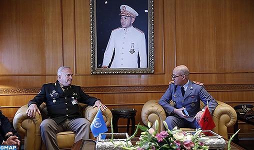 Le Général de Corps d'Armée, Inspecteur Général des FAR reçoit le Général d'Armée Carlos Humberto Loitey