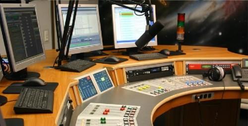 La Journée mondiale de la radio: Cent ans d'omniprésence