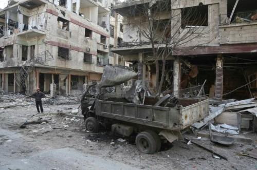 Au moins 24 civils, dont trois enfants, ont été tués mercredi dans de nouveaux bombardements du régime syrien contre la Ghouta orientale, une enclave rebelle proche de Damas, selon l'Observatoire syrien des droits de l'Homme