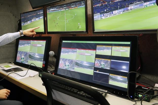 Mondial-2018: la FIFA approuve le recours à l' arbitrage vidéo