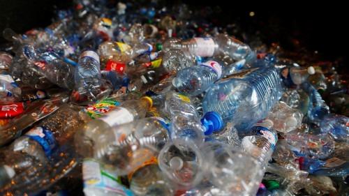 Bouteilles en plastique: Londres veut introduire un système de consigne