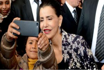 """Les selfies de Lalla Meryem lors de la rencontre """"Femme et enfant en situation de précarité"""""""