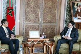 M. Bourita s'entretient avec le secrétaire d'Etat au ministère de la Défense et au ministère des Affaires étrangères de Singapour