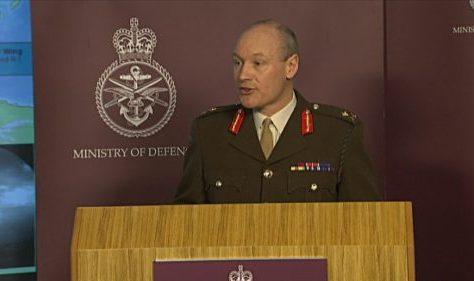 Le Général de Corps d'Armée, Inspecteur Général des FAR reçoit le Lieutenant-Général Sir John Lorimer, Haut conseiller à la Défense Britannique