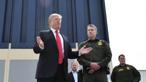 Faute de mur, Trump envoie l'armée à la frontière mexicaine