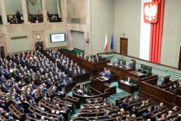 Le parlement polonais vote une réduction des salaires des députés