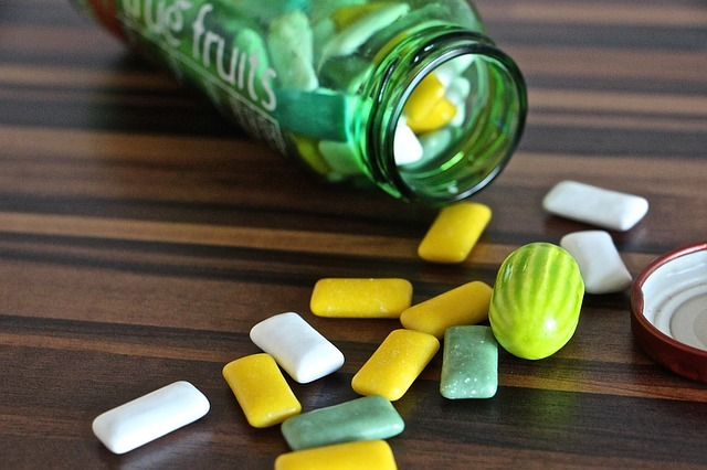 Le chewing-gum en marchant, allié contre le surpoids chez les hommes, selon une étude japonaise
