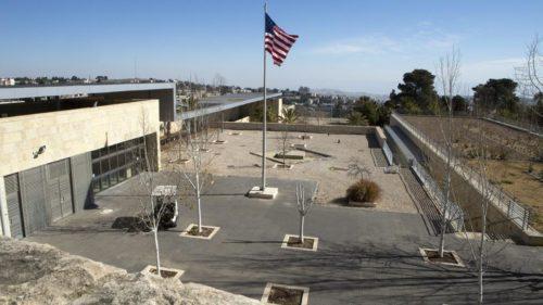 """Des panneaux """"ambassade des Etats-Unis"""" apparaissent à Jérusalem"""