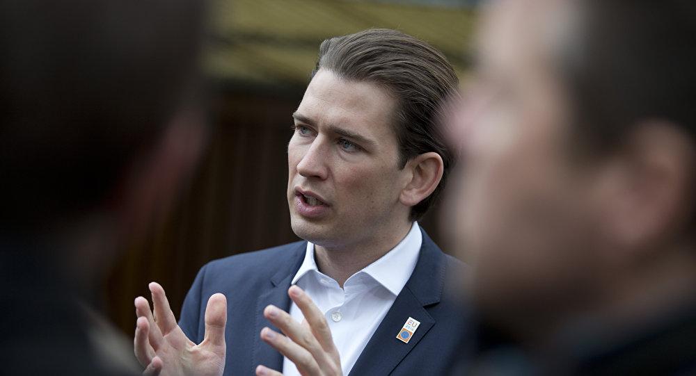 """Autriche: Kurz reçoit les Bavarois et agite le spectre d'une """"catastrophe"""" migratoire"""