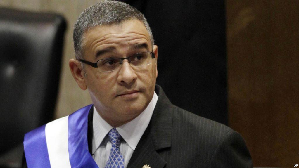 Salvador: l'ex-président Mauricio Funes convoqué par la justice pour détournement d'argent