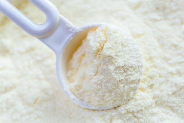 L'utilisation du lait en poudre dans la fabrication des laits pasteurisé et UHT est interdite depuis décembre 2000
