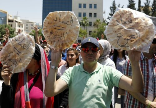 Manifestations en Jordanie: le Premier ministre entame des discussions cruciales