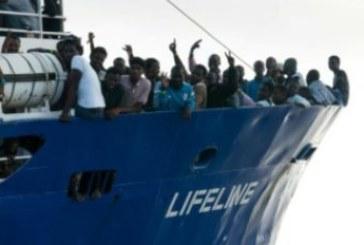 Accusée de faire le jeu des passeurs, l'ONG Lifeline se défend