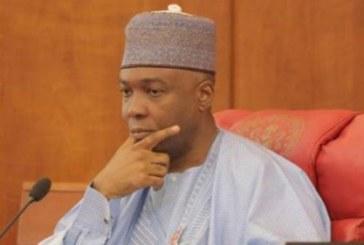 """Nigeria: le président du Sénat """"invité"""" par la police à répondre à des accusations de vol"""