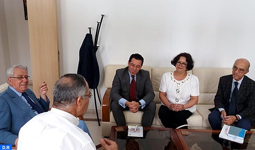 Le secrétaire perpétuel de l'Académie du Royaume du Maroc, Abdeljalil Lahjomri s'est entretenu, jeudi à Tunis, avec le secrétaire général de la commission nationale tunisienne de l'éducation, des sciences et de la Culture, Mohamed Bouhlal des moyens de renforcer la coopération entre les deux pays.