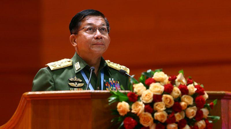 Birmanie: Facebook ferme la page du chef de l'armée