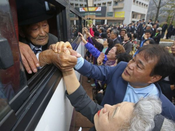 Des Sud-Coréens prêts à partir pour d'émouvantes réunions de famille au Nord