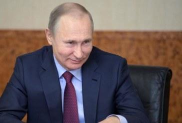 """Accusations d'ingérence: Moscou dénonce une """"hystérie"""" qui """"ridiculise"""" les Etats-Unis"""