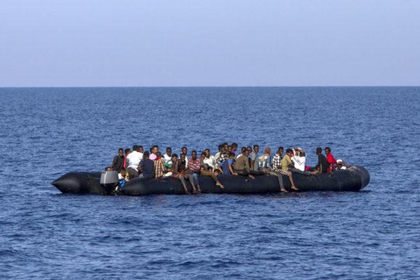 Immigration : Un bateau de réfugiés s'échoue au large de l'Australie
