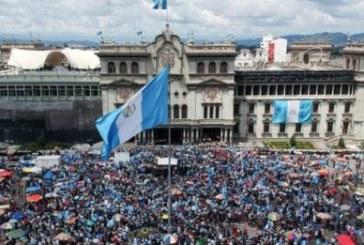 Guatemala: des manifestants réclament la démission du président pour corruption