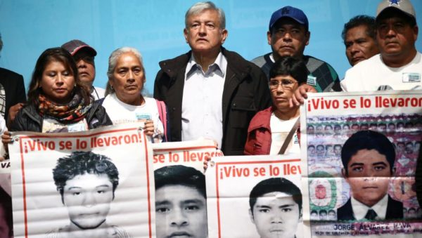 Disparition de 43 étudiants au Mexique: le président élu promet une commission d'enquête