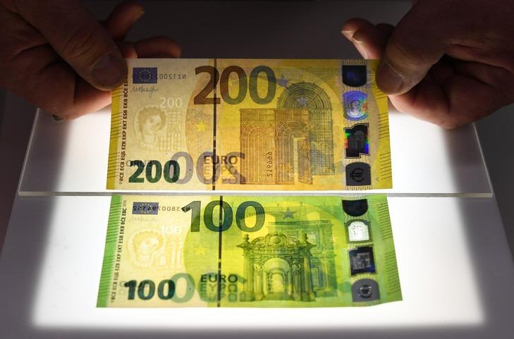 La BCE dévoile les nouveaux billets de 100 et 200 euros