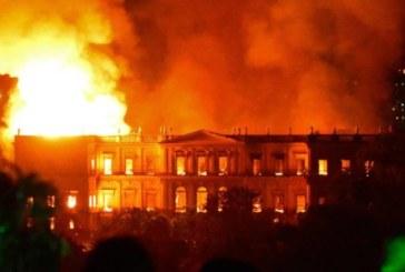 Rio de Janeiro : le Musée national du Brésil ravagé par les flammes