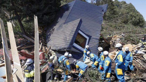 Séisme au Japon: Le bilan monte à 16 morts
