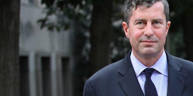 Un ancien associé de l'ex-directeur de campagne de Trump plaide coupable