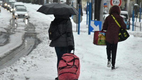 Inde: Plus de 1.500 touristes bloqués à Himachal à cause des chutes de neige